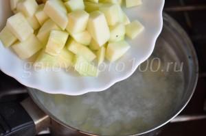 выложим в суп кабачок