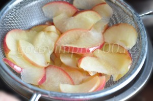 откинем яблоки на сито