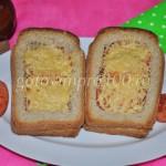 Горячие бутерброды с колбасой, сыром и помидорами