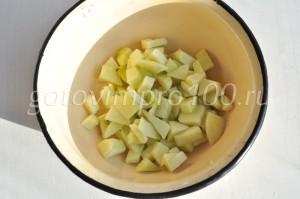 выложите яблоки в миску