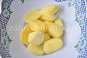 очистите картофель