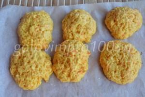 испеченное печенье снимите с противня