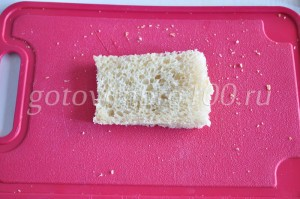 нарежьте хлеб