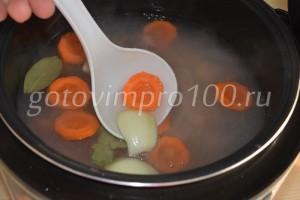 выложите овощи в мультиварку