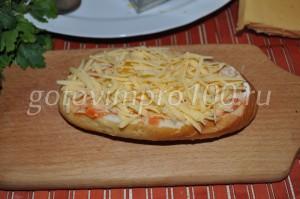 выложите натертый сыр