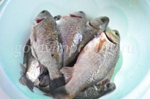 почистите рыбу