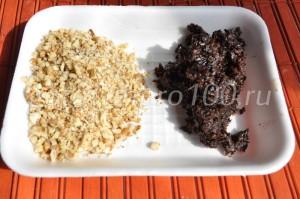 измельченные орехи и чернослив