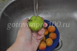 вымойте яблоки