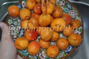 вымойте абрикосы