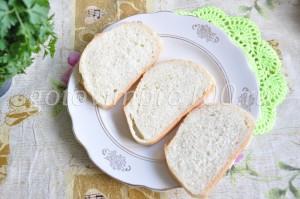 смажьте хлеб