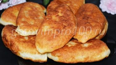 жареные дрожжевые пирожки с капустой