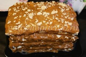 украшенный торт