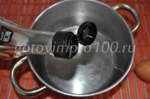 налейте соевый соус