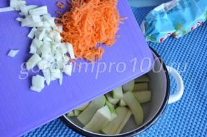 выкладываем овощи