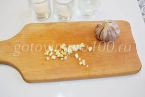 Нарежем чеснок