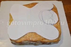 Вырежьте торт в форме собачки