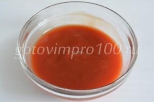 Разведите томатную пасту
