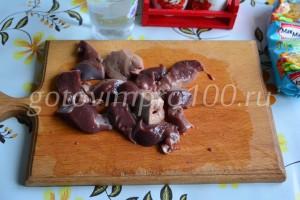 Нарежьте печень