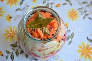 Залейте овощи маринадом