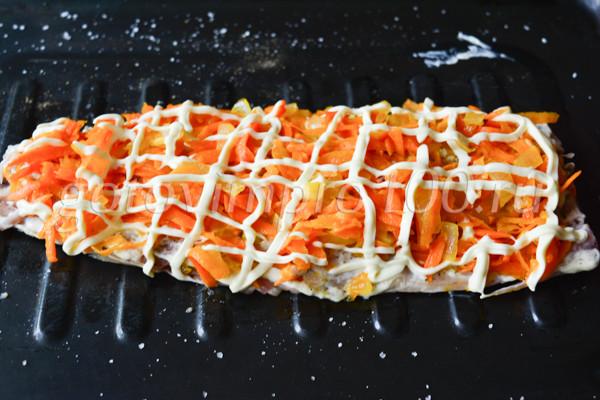 Скумбрия с морковью и луком-4